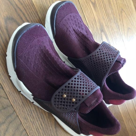 separation shoes b2c7d 9b870 Burgundy Nike Sock Dart Size US W 8
